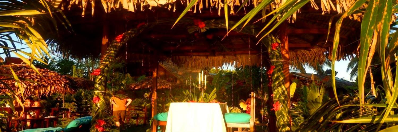Vos repas peuvent vous êtes servis sous la grande terrasse, au jardin ou sur notre kiosque des amoureux directement sur la plage.